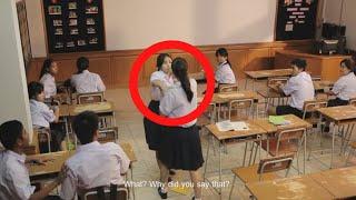 تشاجرت هذه الطالبتان امام طلاب الصف.. و عندما دخلت مديرة المدرسة الى الصف كانت المفاجئة كبيرة !!