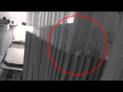 Video de cámara de seguridad revela lo que hacen dos médicos cuando creen que nadie los ve.