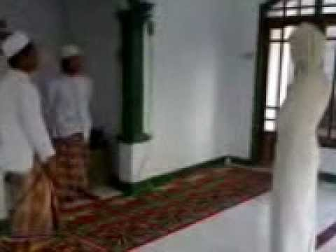 Pocong galau vs Ustad