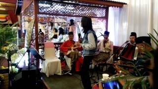 Zamani slam nyanyi lagu ghazal bersama kumpulan ghazal satay station. Terbaeekkkk