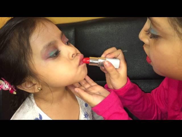 Girls Mess Up Makeup Niñas Hacen Maquillaje
