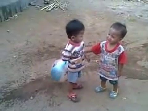 video anak kecil berkelahi lucu