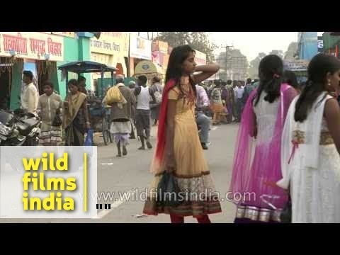 Girls of Bihar: Crowded streets of Sonepur during Mela
