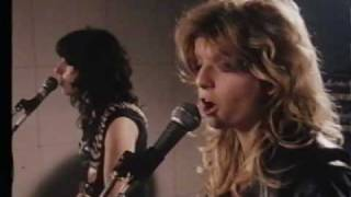 Girlschool - The Hunter -- live in their rehearsal space 1980