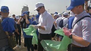 شاهد: جزائريون يتطوعون 67 دقيقة لتنظيف شاطئ إحياء لذكرى مانديلا…
