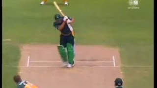 72 laziest Inzamam Ul Haq LBW's....what is he doing?????