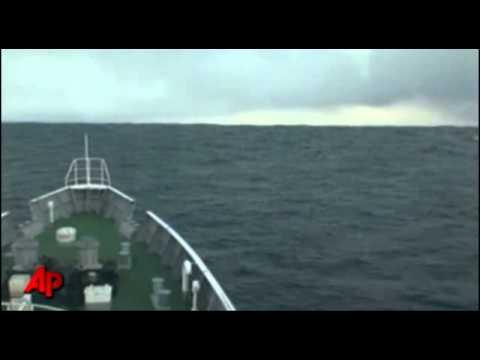 Inédito tsunami em alto mar