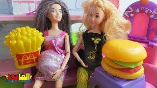 لعبة باربي حامل وصديقتها تشيلسي تزوروها للأطفال الحلقة الاولى  ألعاب باربي وأصحابها للاولاد والبنات