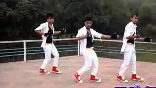 bangla new song 2015/আমরা তিন বন্ধু এই গানে ডান্স
