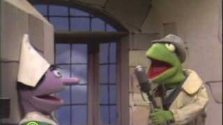 Sesame Street: Kermit Reports News On Pinocchio