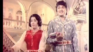 Popular Scene - Kannada Movie - Bahaddur Gandu - Rajkumar