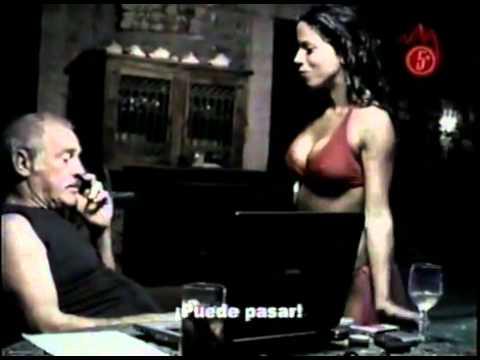 Vanessa Terkes sexy en tanga roja