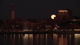 Super moon time lapse: setting over New London