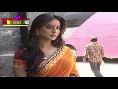 Sexy Mahi Gill Saree Slipping Hot Scene