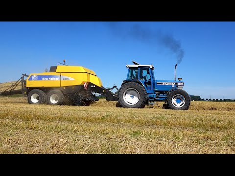 Baling straw FORD 8210 & New Holland TM 150 NH square balers Wim de Groot Agriservice