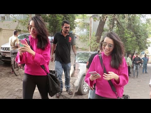 Xxx Mp4 This Video Will Prove That Shraddha Kapoor Is The CUTEST Amp SWEETEST Celebrity For FANS Amp Media 3gp Sex