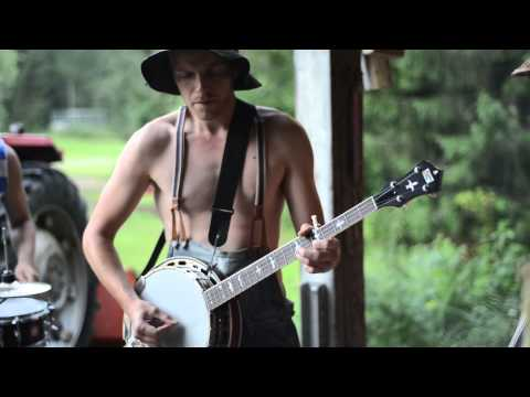 Download Thunderstruck by Steve'n'Seagulls (LIVE)