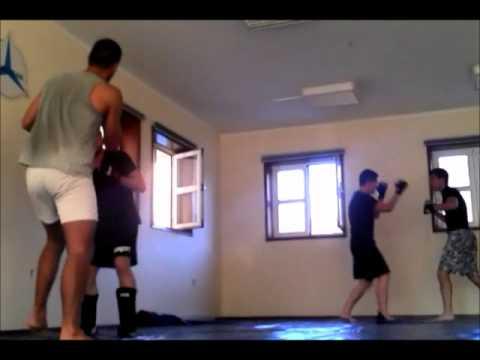 Treino de MMA na academia FightZone em Aveiro