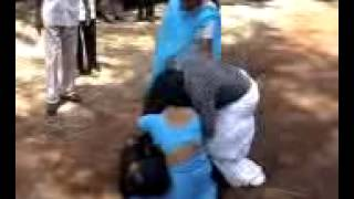 kerala womens fighting,mallu womens adipidi