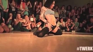 Russas dançando Eiffel 65  Blue KNY Factory Remix