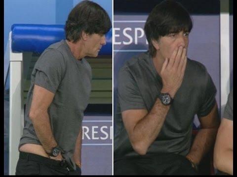Técnico da Alemanha, enfia a mão na calça, coça o saco e depois cheira...