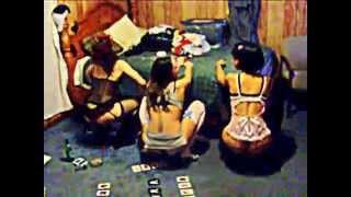 Bi girls shaking ass