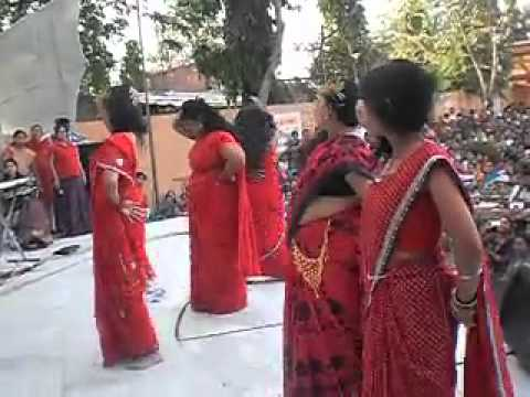 Fatty Aunty in Red Sarees Shakes on Oo la la Oo la la