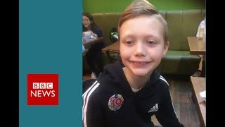 Boy spots Natural History Museum dinosaur gaffe - BBC News