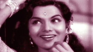 Beautiful Actress Shyama Romantic Song Aye Dil Mujhe Bata De by Geeta Dutt Movie Bhai Bhai