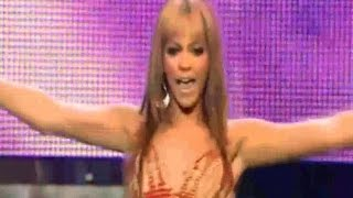 Beyoncé & Lil' Kim - Naughty Girl (live)