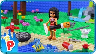 ♥ LEGO Moana CLEANING the BEACH With the Mother