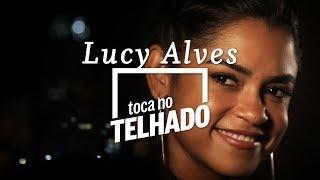 Lucy Alves toca 'Doce companhia' no telhado do Globo