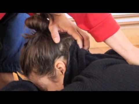 Japanese Shiatsu massage for shoulder, shiatsu sur l'épaule et le cou, le 01-04-2013 首と肩への指圧テクニック