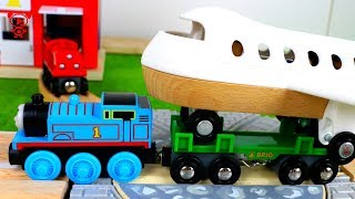 Wooden trains for kids with Thomas the train - Airplane crash in the brio city - railway for kids