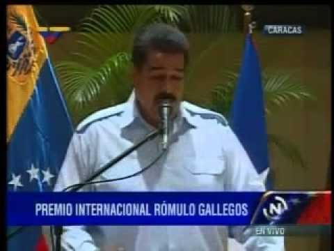 Maduro confunde bandera de Puerto Rico con la de Cuba
