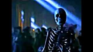 Moonwalking Skeleton performing