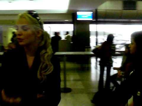 Aeropuerto de Maiquetia con Marjorie De Sousa