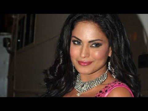 Veena Malik SELLS CONDOMS in Red Light Area