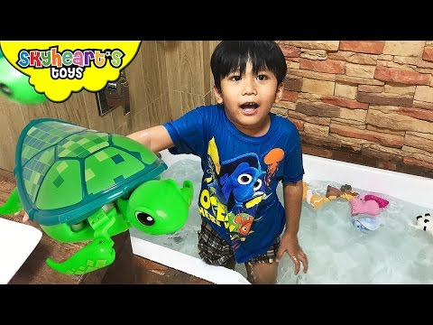 Bathtub Swimming with BABY TURTLES Little Live Pets and Animals Sea Turtle toys kids children