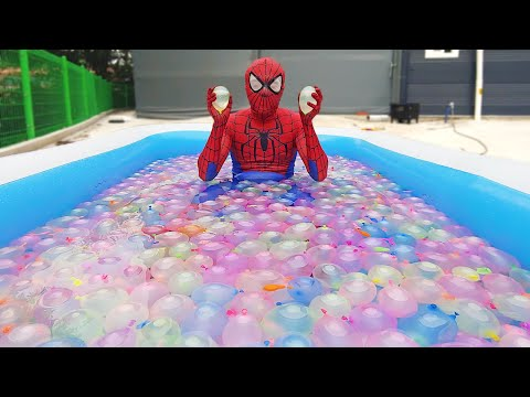 Spider Man Popping 1000 Water Balloons