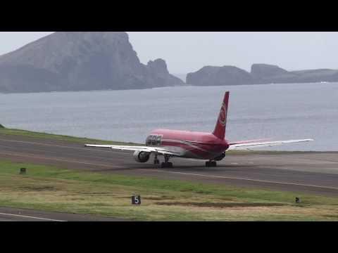Santa Bárbara Airlines Despegue del Aeropuerto de Madeira para Caracas Take off at Madeira Airport.
