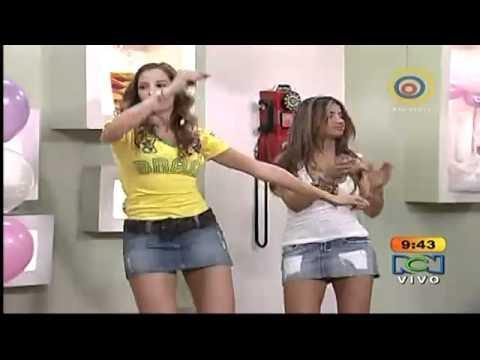 Laura Acuña & Jessica Cediel en sexy s minifaldas
