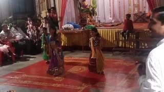 Palak sheth - Radha Teri chunri song Play