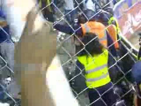 Trifulca en el juego Caracas Magallanes del 11 12 2007