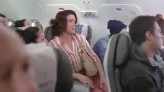 Dona Herminia no Avião