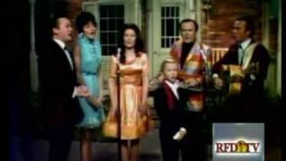 Loretta Lynn & friends - If I Could Hear My Mother Pray Again