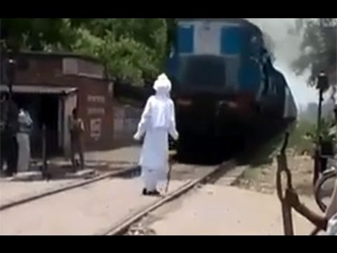 shocking scariest indian train stunt-don't do this