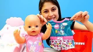 Ayşe Loli'ye ve Gül'e hediyer alıyor 🎁. #Bebekbakma oyunu ve #temizlikoyunu. #Kızoyuncakları