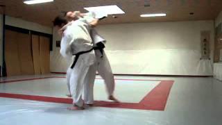 menno judo  kuzushi voor achter links rechts (edu) 23-08-10.MPG