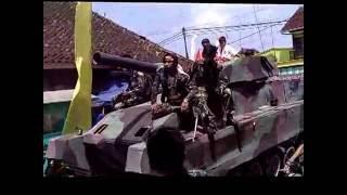 Kemeriahan arak-arakan dusun Kertajaga - Cisontrol berkeliling di desa Rancah
